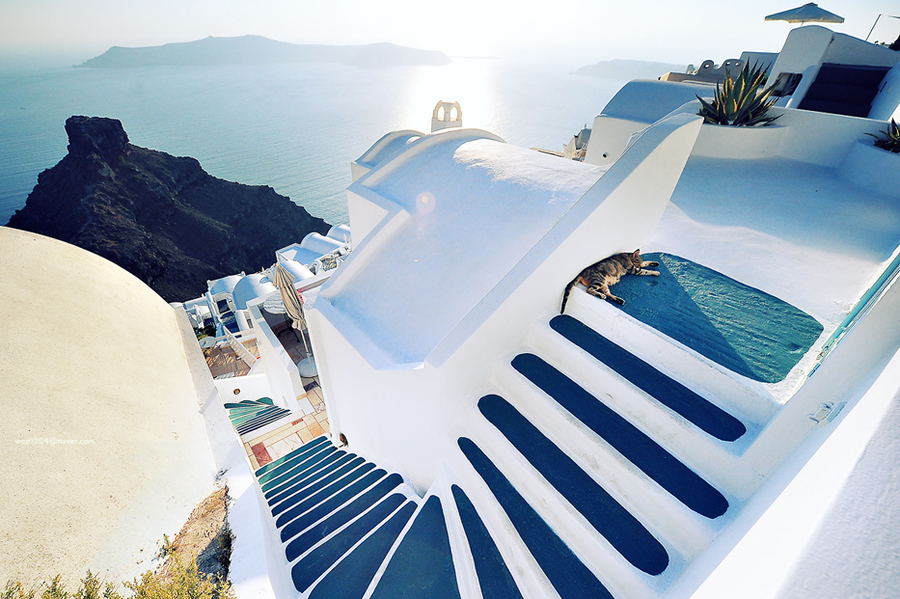 Beautiful-Santorini-Greece.jpg